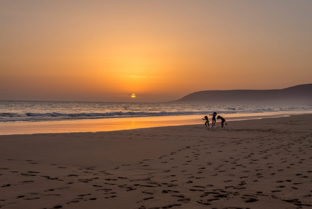 3 girls playing in Agdir beach at sunset