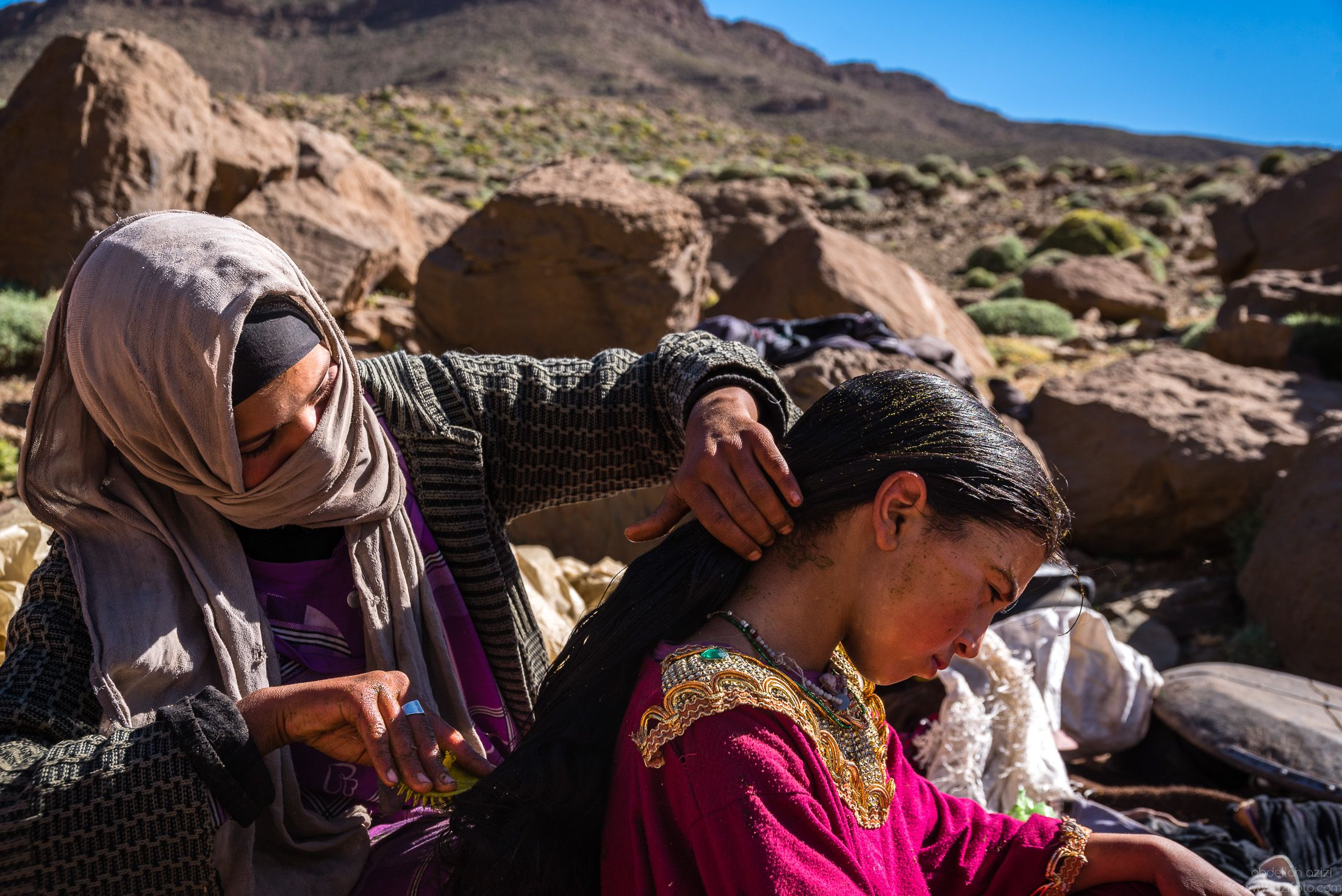 Brushing hair with Henna - Ait Atta Nomads
